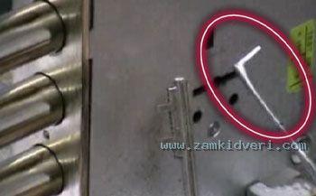 и отмычка-поводок (крючок) для считывания кода с кодового механизма замка (фото 3).