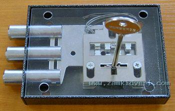 Таким образом, идеальной защитой от взлома замка с помощью любого вида отмычек, является перекрытие отверстий замочной скважины ОТСЕЧНОЙ СУВАЛЬДОЙ, для предотвращения манипуляции (считывание кода) отмычкой-поводком, или крючками (фото 6,7,8,9,10,11). При повороте ключа, отсечная сувальда поднимается и перекрывает отверстие замочной скважины (фото 7).  При попытке использования отмычки-поводка или крючка, отсечная сувальда поднимается и перекрывает отверстие замочной скважины (фото 11).