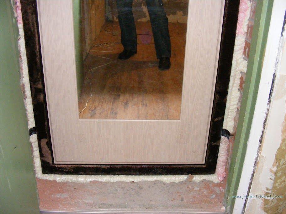 Дверь гораздо меньше дверного проёма