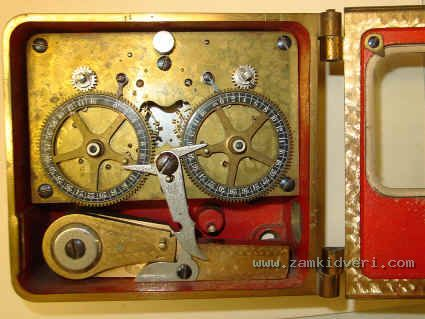 SG 2mvt 3 black dials2