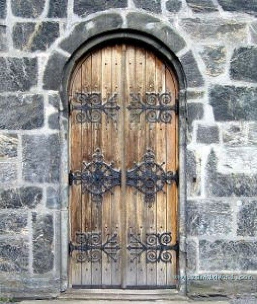 medieval wooden door 21055987