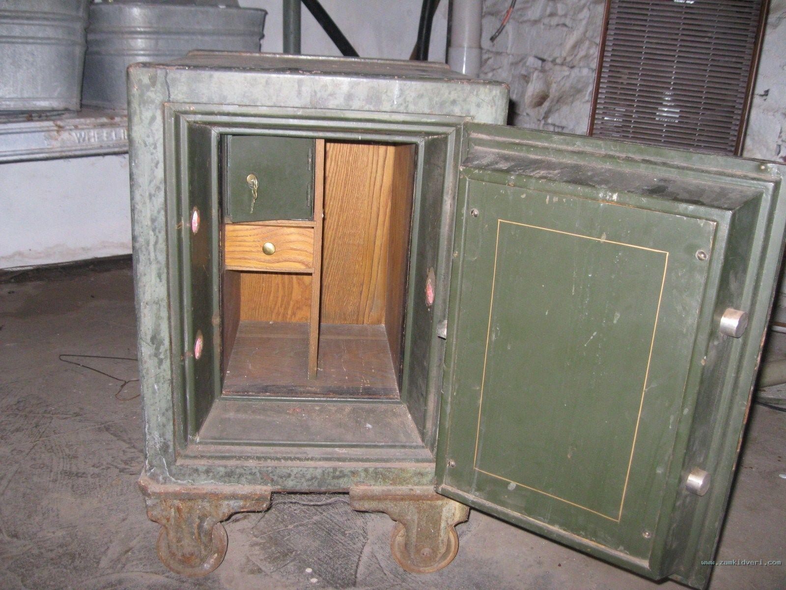 inside safe 0
