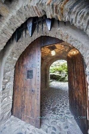 Двери крепостей