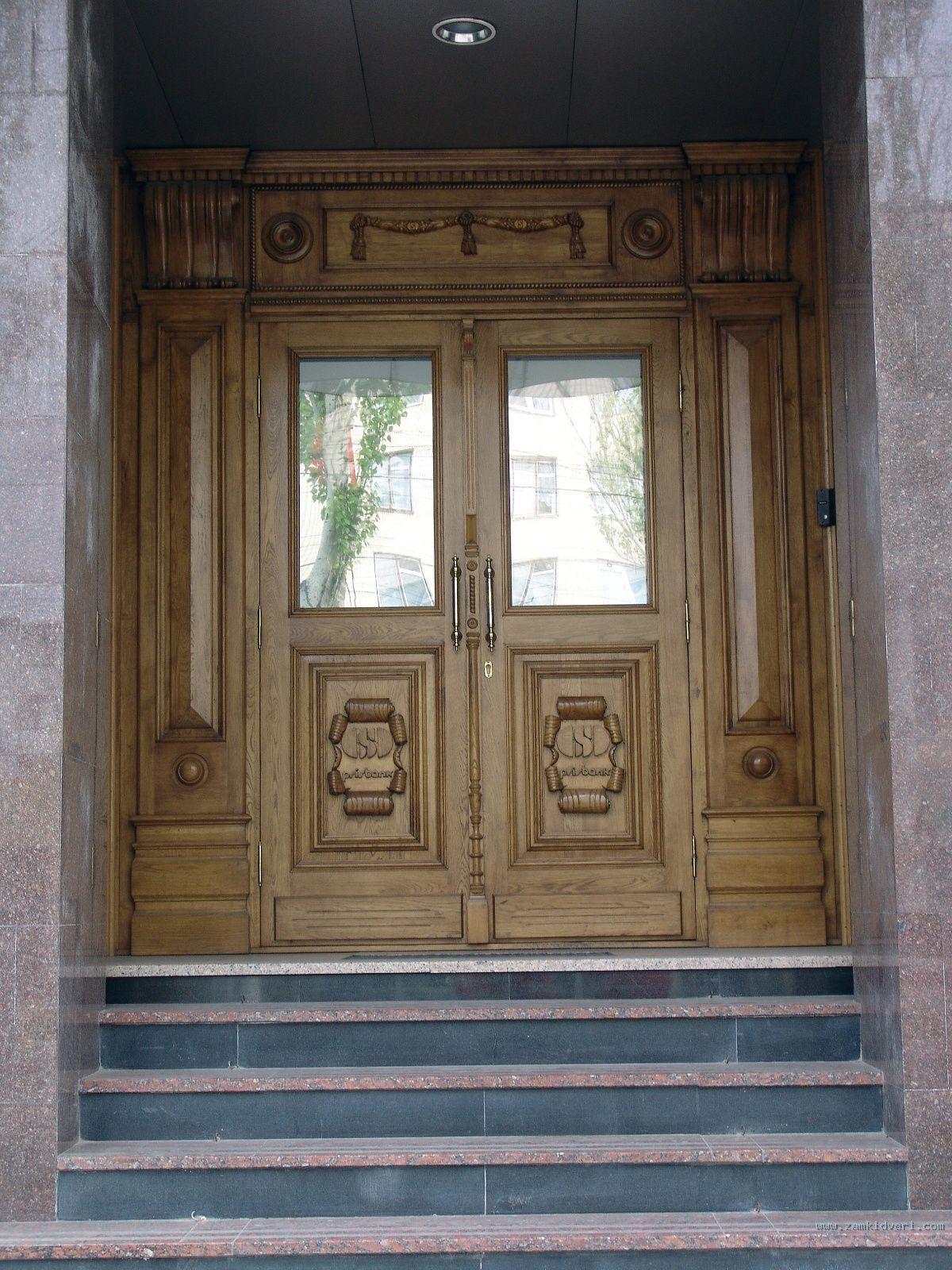 входные двери в парадную подьезд