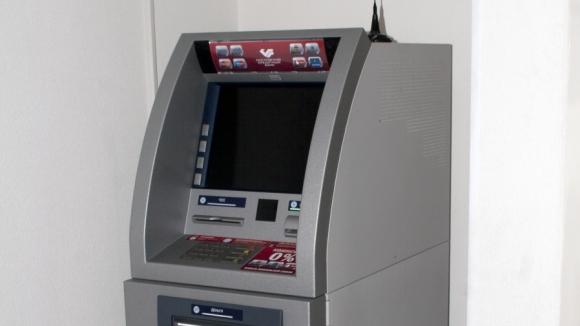 А банкоматы все грябят